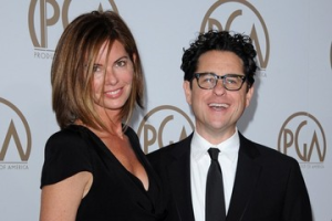 He landed her BEFORE becoming famous. Stop being a pussy and ask out the hot chick, nerds! Selling a script for $2,000,000 at 26 probably didn't hurt either…